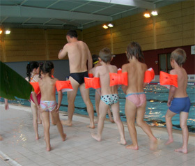 http://www.leblogsecurite.com/images/2007/07/19/apprentissage_natation.jpg